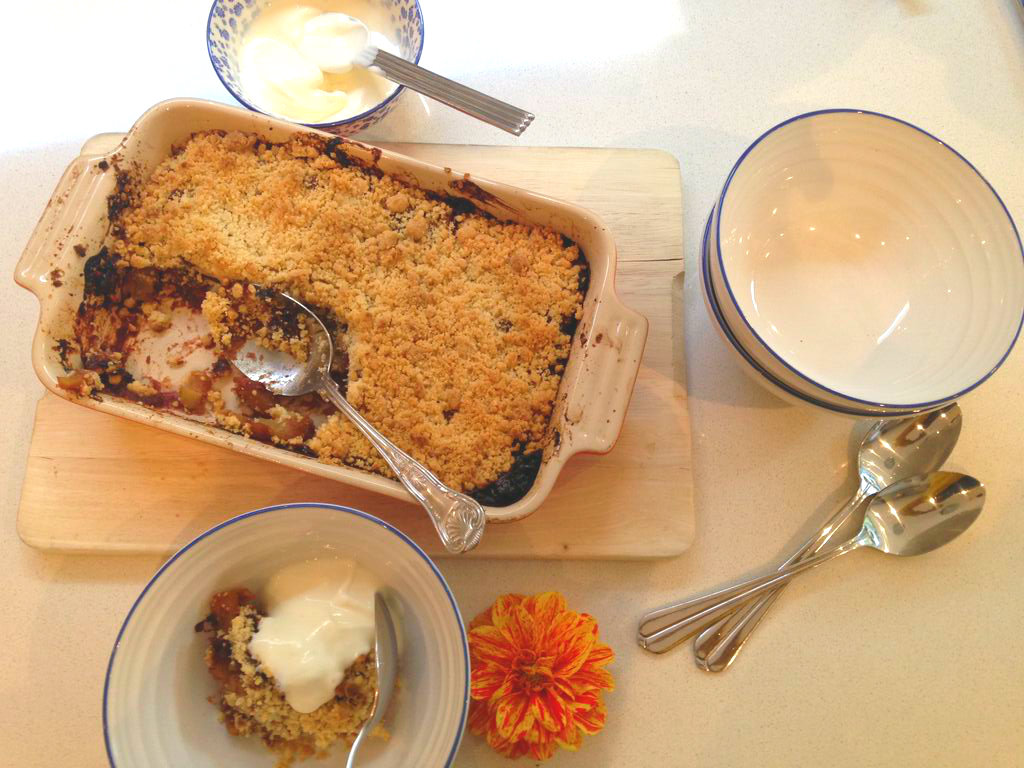 Date and apple crumble 2
